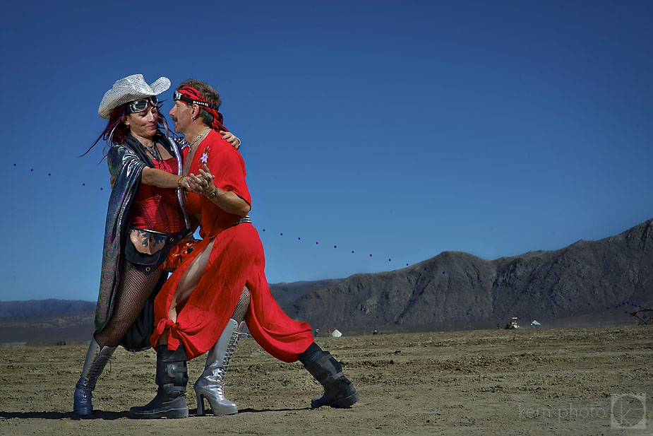 wpid-burning_man_2010_metropolis_couples_in_love_03-2010-09-19-16-52.jpg