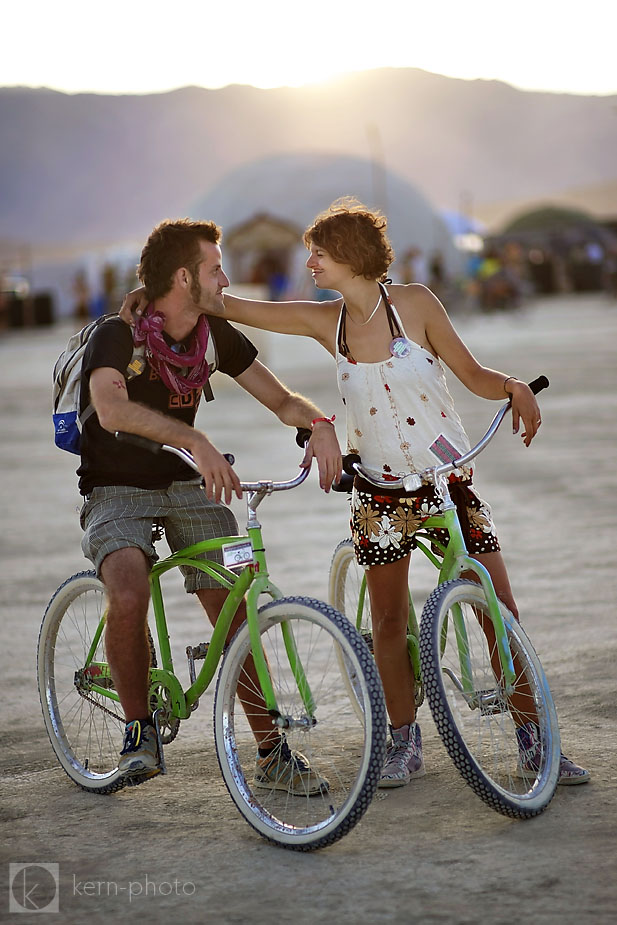 wpid-burning_man_2010_metropolis_couples_in_love_20-2010-09-19-16-52.jpg