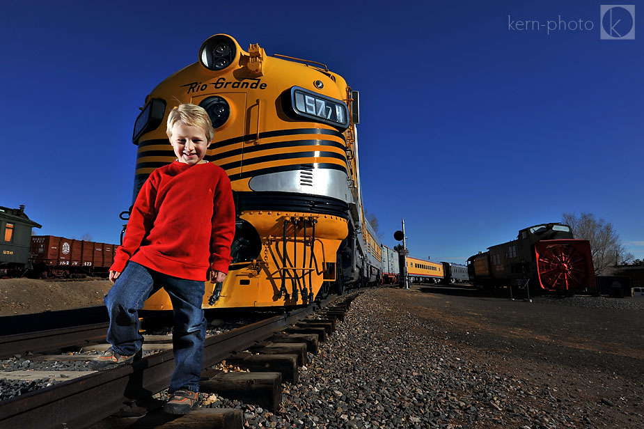 wpid-golden_colorado_family_portrait_photographer_at_colorado_train_museum_13005-2010-12-6-23-293.jpg