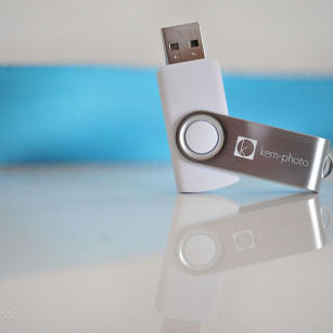 wpid-thumbdrive_iphone_kern_photo1-2011-12-21-14-30.jpg