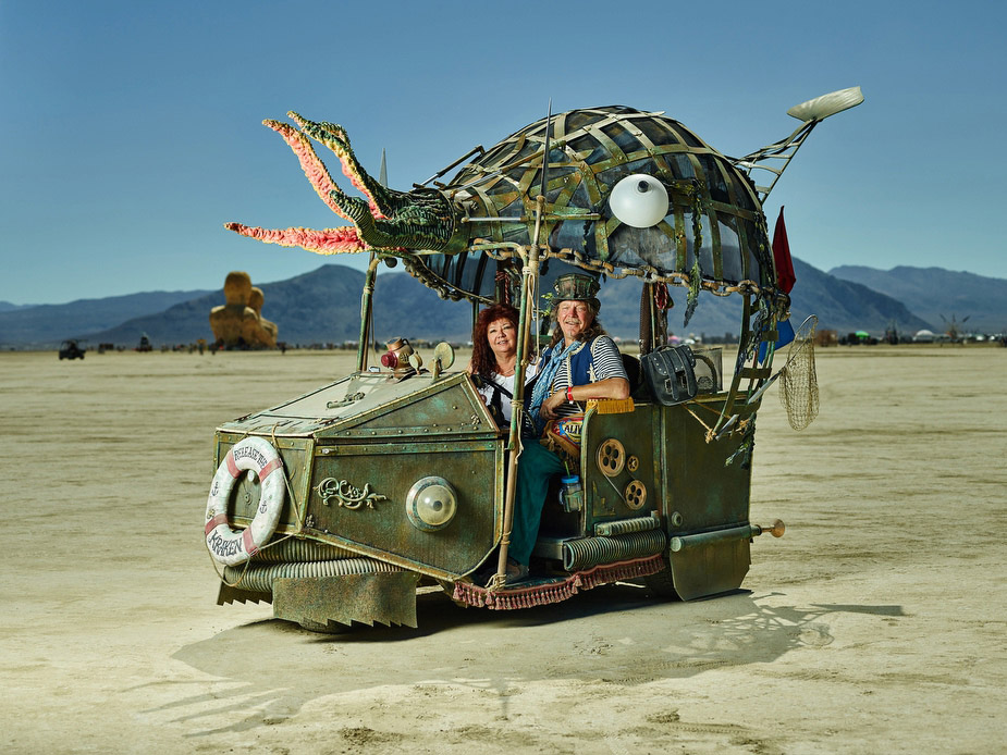 wpid-burning_man_couples_in_love_2014_photos_003-2014-12-16-12-00.jpg