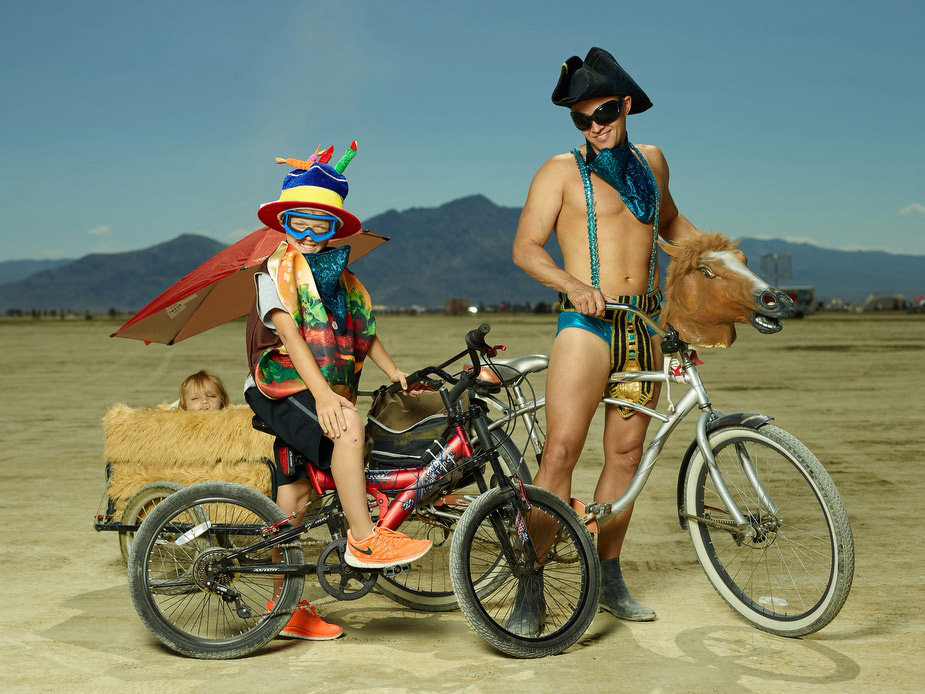 wpid-burning_man_couples_in_love_2014_photos_007-2014-12-16-12-00.jpg