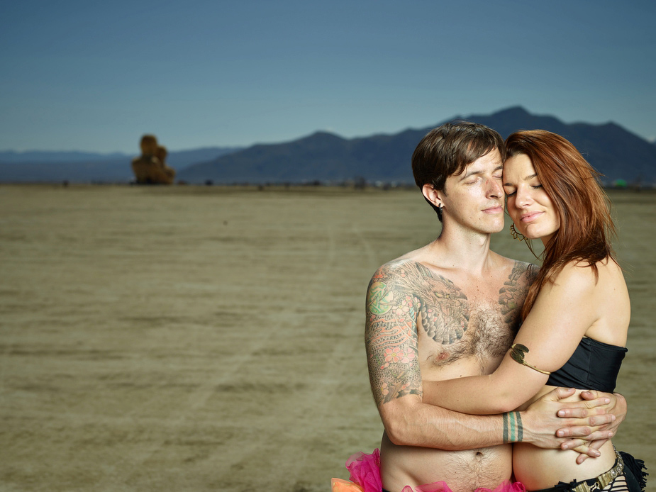 wpid-burning_man_couples_in_love_2014_photos_023-2014-12-16-12-00.jpg