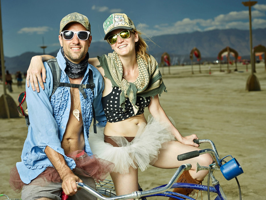 wpid-burning_man_couples_in_love_2014_photos_030-2014-12-16-12-00.jpg