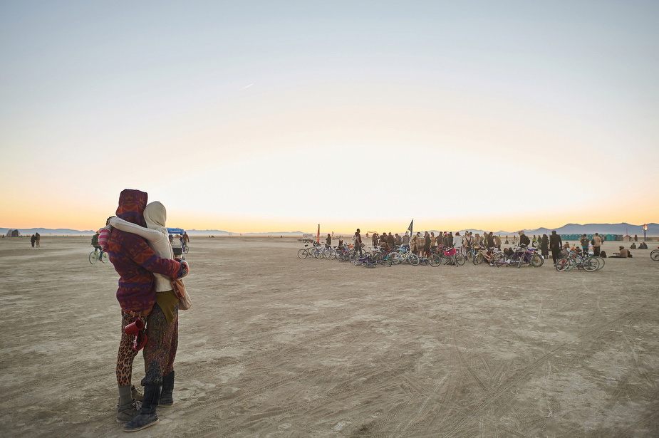 wpid-burning_man_couples_in_love_2014_photos_040-2014-12-16-12-00.jpg