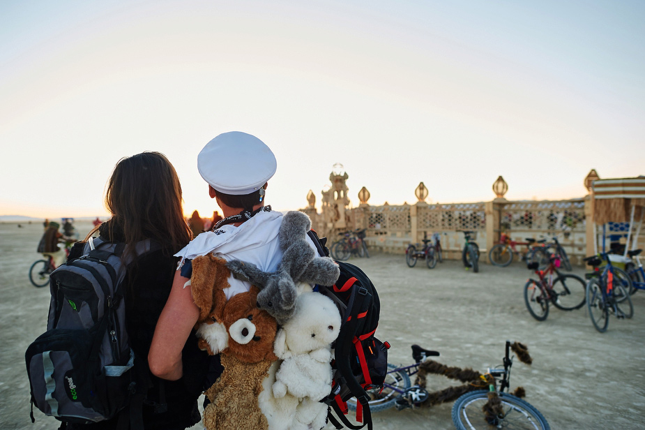 wpid-burning_man_couples_in_love_2014_photos_041-2014-12-16-12-00.jpg