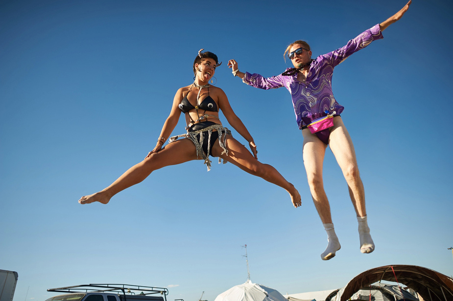 wpid-burning_man_couples_in_love_2014_photos_045-2014-12-16-12-00.jpg