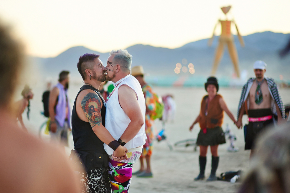 wpid-burning_man_couples_in_love_2014_photos_047-2014-12-16-12-00.jpg