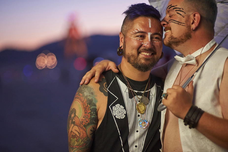 wpid-burning_man_couples_in_love_2014_photos_048-2014-12-16-12-00.jpg