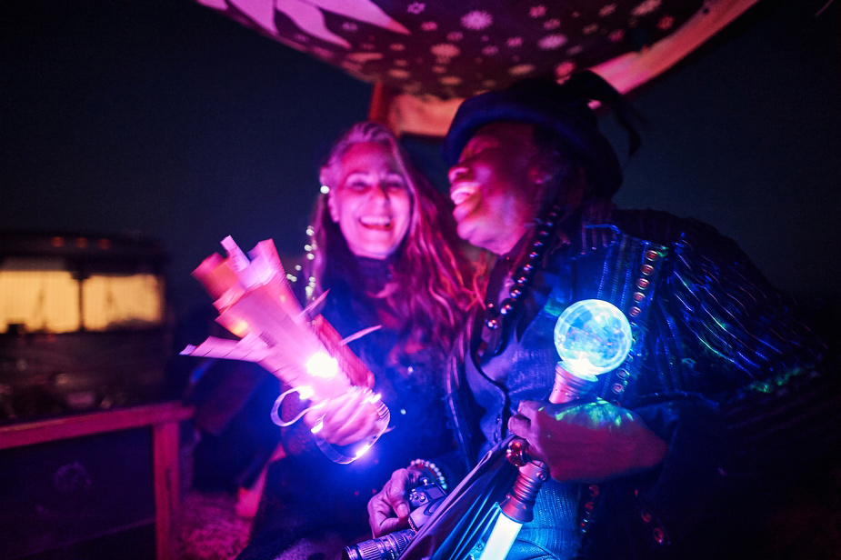 wpid-burning_man_couples_in_love_2014_photos_049-2014-12-16-12-00.jpg
