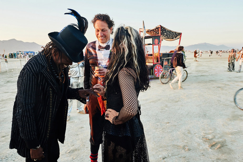 wpid-burning_man_couples_in_love_2014_photos_050-2014-12-16-12-00.jpg